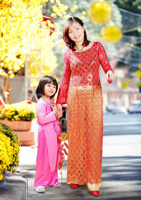 Mong con gái mạnh dạn nói và hát tiếng Anh cùng các bạn